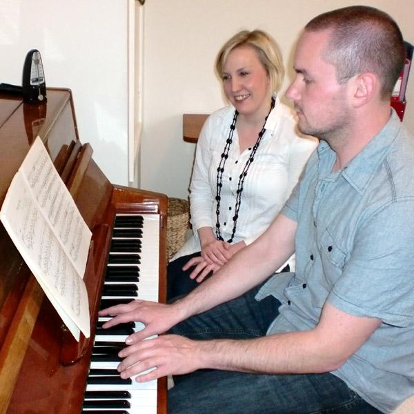 Nên mua loại nào lúc mới học Piano điện